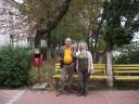 Cetăţenii Sucevei, angajaţii bibliotecii (aici, scriitorii Constantin Severin şi Angela Furtună), utilizatorii bibliotecii, influenţi oameni din media suceveană se opun confiscării mediului Bibliotecii şi genocidului dendrologic