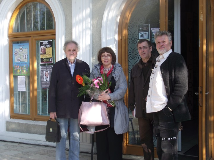 Devis Grebu, Angela Furtuna, Tudorel Urian si Pavel Susara, in fata Muzeului National al Literaturii Romane, pe 6 mai, ora 18